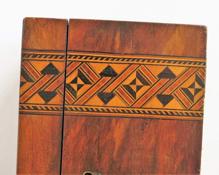 Mid-19th Century Lidded Box Walnut with Parquetry Mosaic Inlay, Mid Victorian For Sale 9