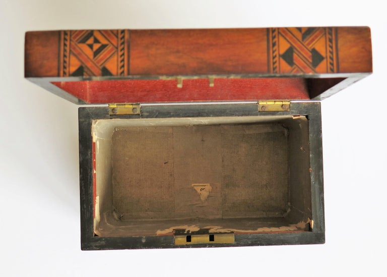 Mid-19th Century Lidded Box Walnut with Parquetry Mosaic Inlay, Mid Victorian For Sale 12