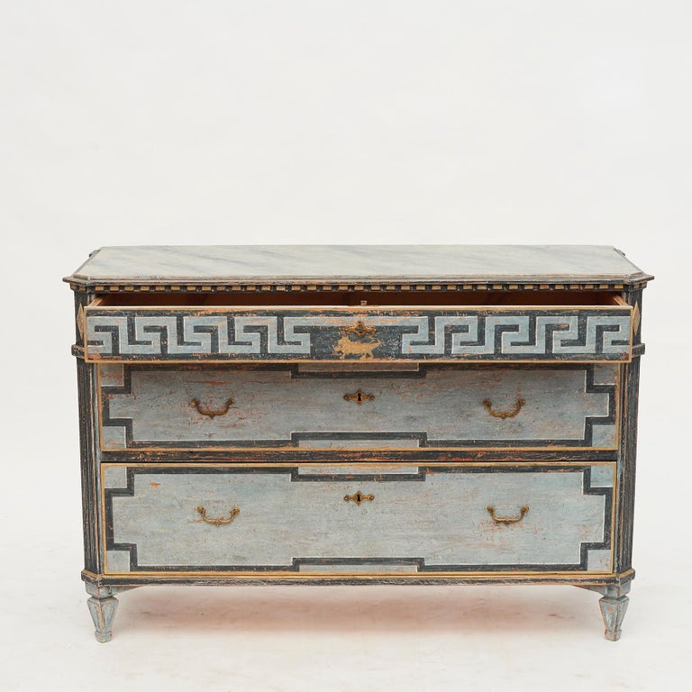 Mid-19th Century Swedish Chest of drawers Gustavian Style Painted in Blue Shades In Good Condition In Nordhavn, DK