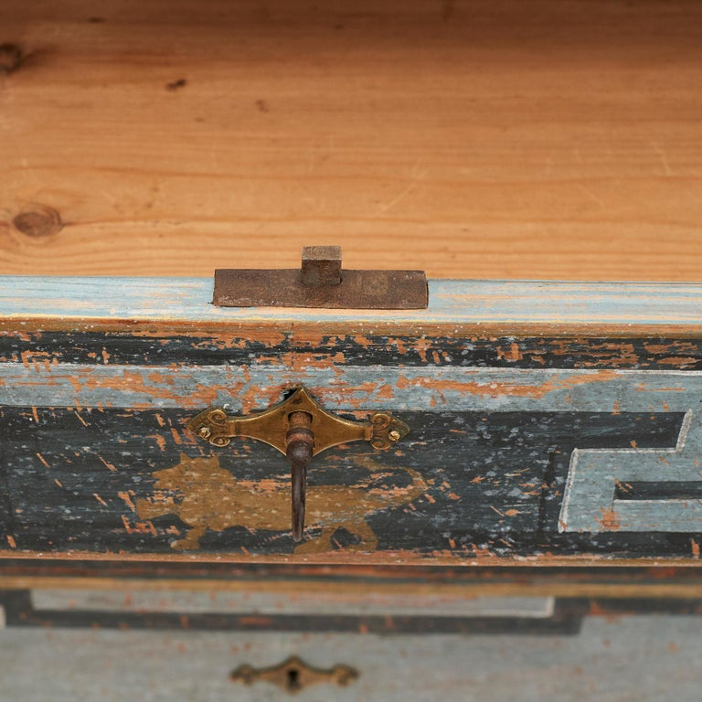 Mid-19th Century Swedish Chest of drawers Gustavian Style Painted in Blue Shades 2
