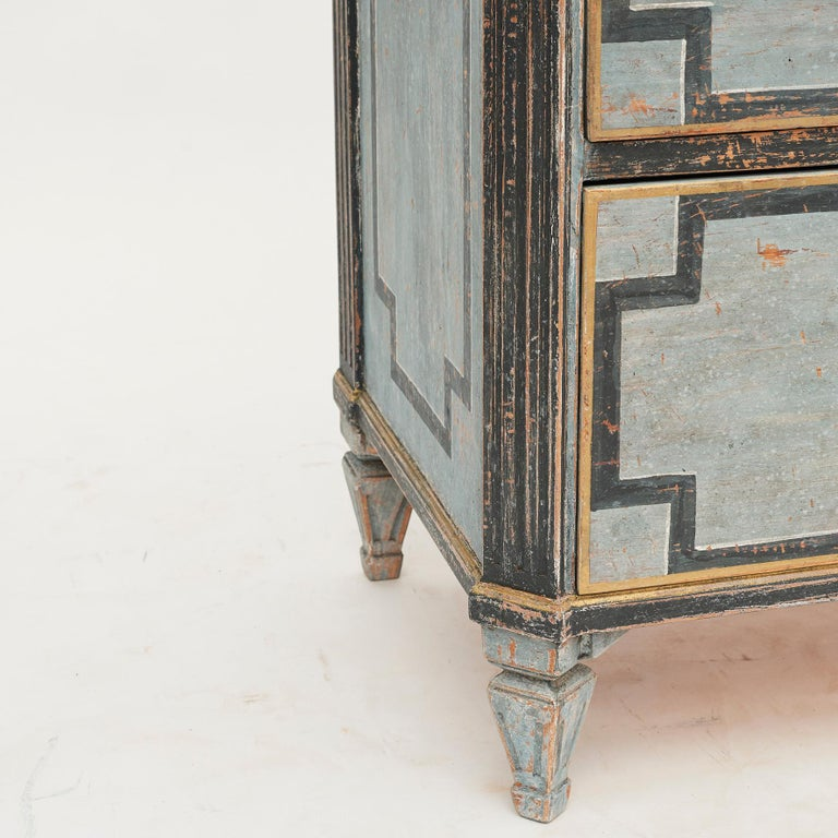 Mid-19th Century Swedish Chest of drawers Gustavian Style Painted in Blue Shades 4