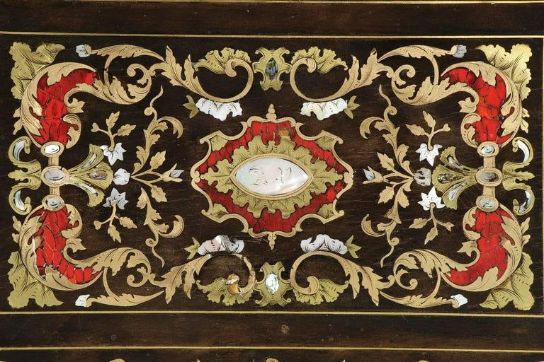 Mid-19th Century Wooden Coffer Inlaid with Mother-of-Pearl In Good Condition For Sale In Paris, FR