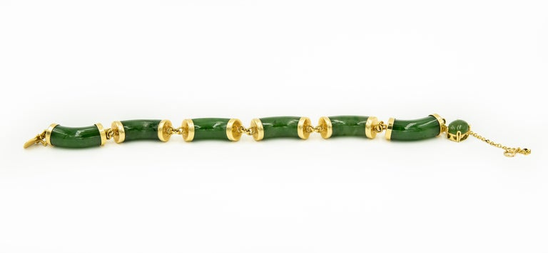Oval Cut Mid-20th Century Chinese Nephrite Jade Bamboo Bar Link Yellow Gold Bracelet For Sale