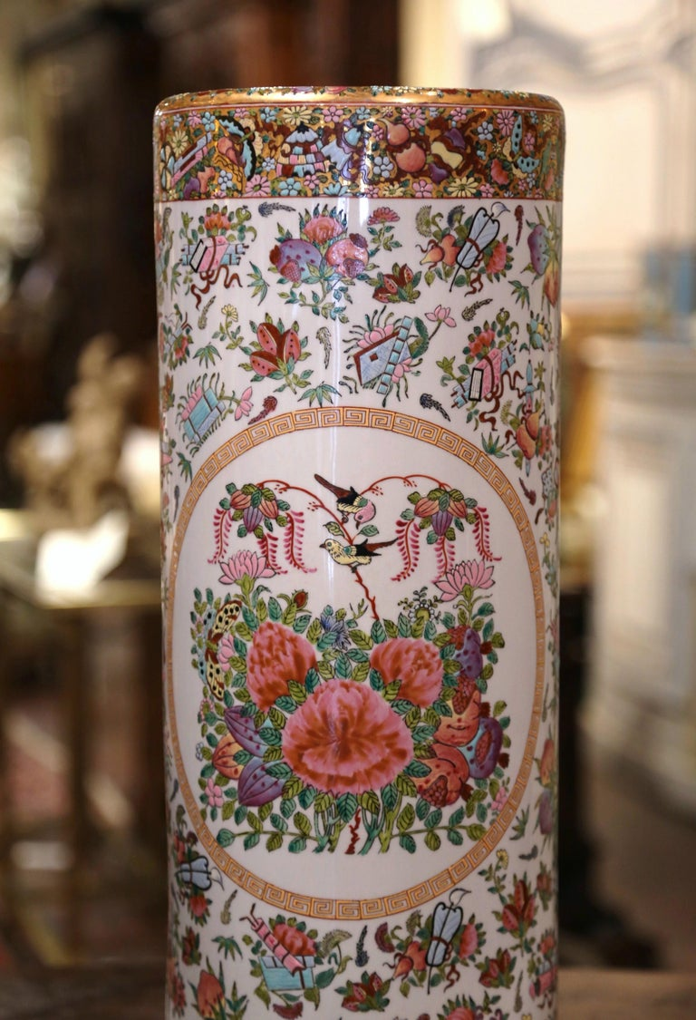Hand-Painted Mid-20th Century Chinese Painted & Gilt Rose Medallion Porcelain Umbrella Stand For Sale