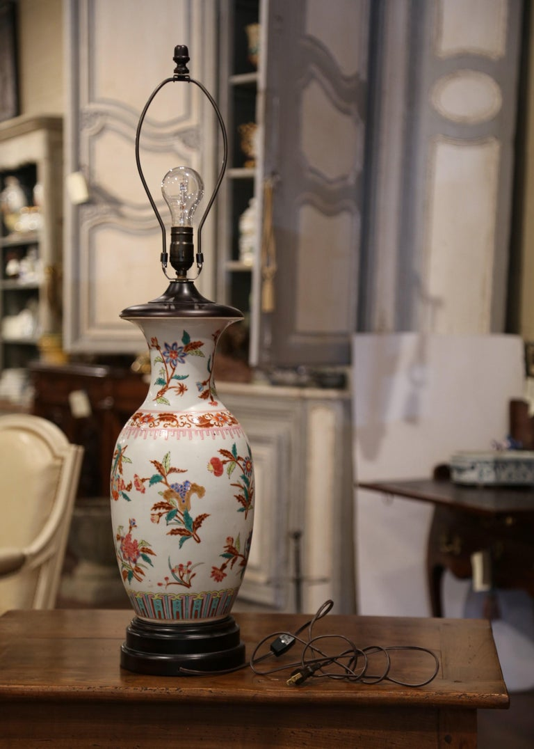 Mid-20th Century Chinese Porcelain Famille Rose Vase Converted into Table Lamp For Sale 2