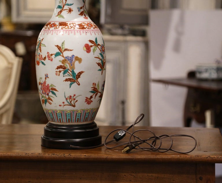 Mid-20th Century Chinese Porcelain Famille Rose Vase Converted into Table Lamp For Sale 3