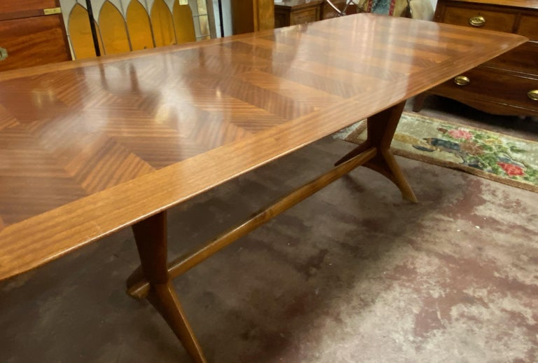 Mid-20th century cross banded mahogany trestle base dining table, circa 1950s.
