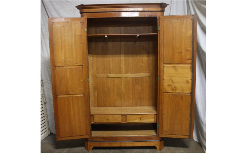 Mid-20th Century French Armoire For Sale 10