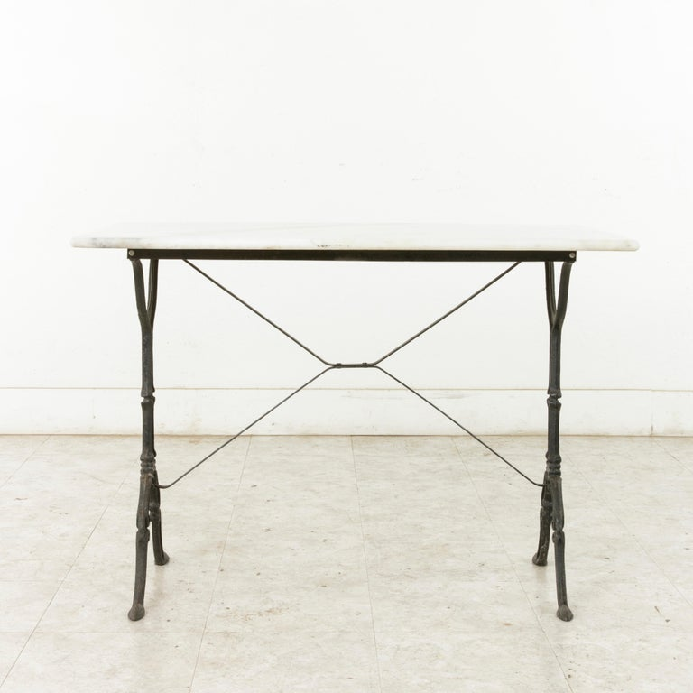 Mid-20th Century French Iron Bistro Table with White Marble Top In Good Condition For Sale In Fayetteville, AR
