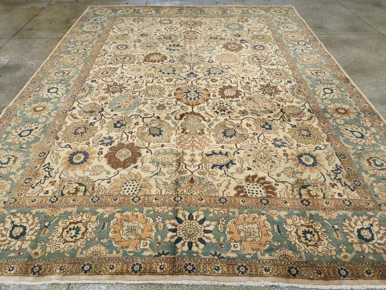 Mid-20th Century Handmade Persian Tabriz Room Size Carpet In Excellent Condition For Sale In New York, NY