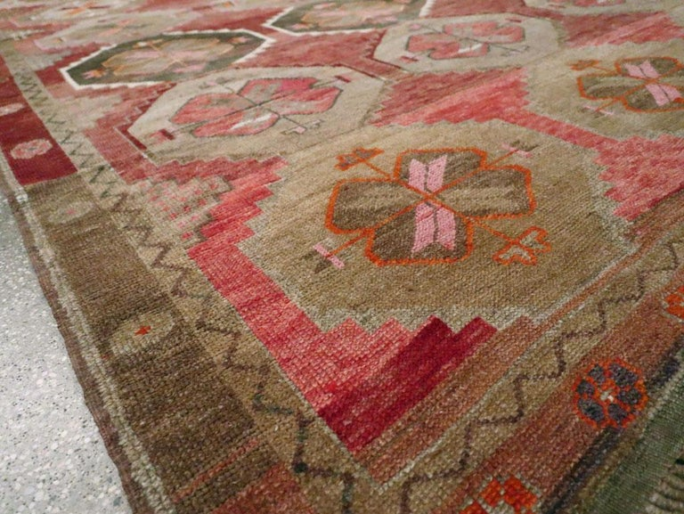 Mid-20th Century Handmade Turkish Anatolian Room Size Gallery Carpet For Sale 3