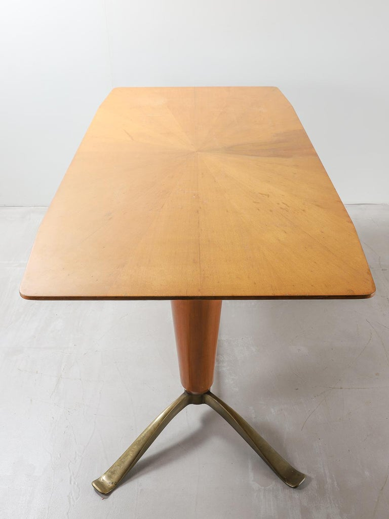 Italian Mid-20th Century Honey Coloured Starburst Pattern Dining Table with Brass Feet For Sale