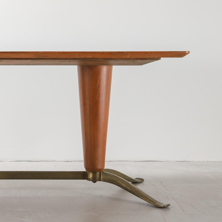 Mid-20th Century Honey Coloured Starburst Pattern Dining Table with Brass Feet For Sale 1