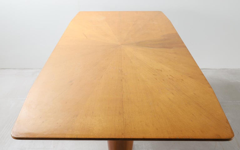 Mid-20th Century Honey Coloured Starburst Pattern Dining Table with Brass Feet For Sale 3