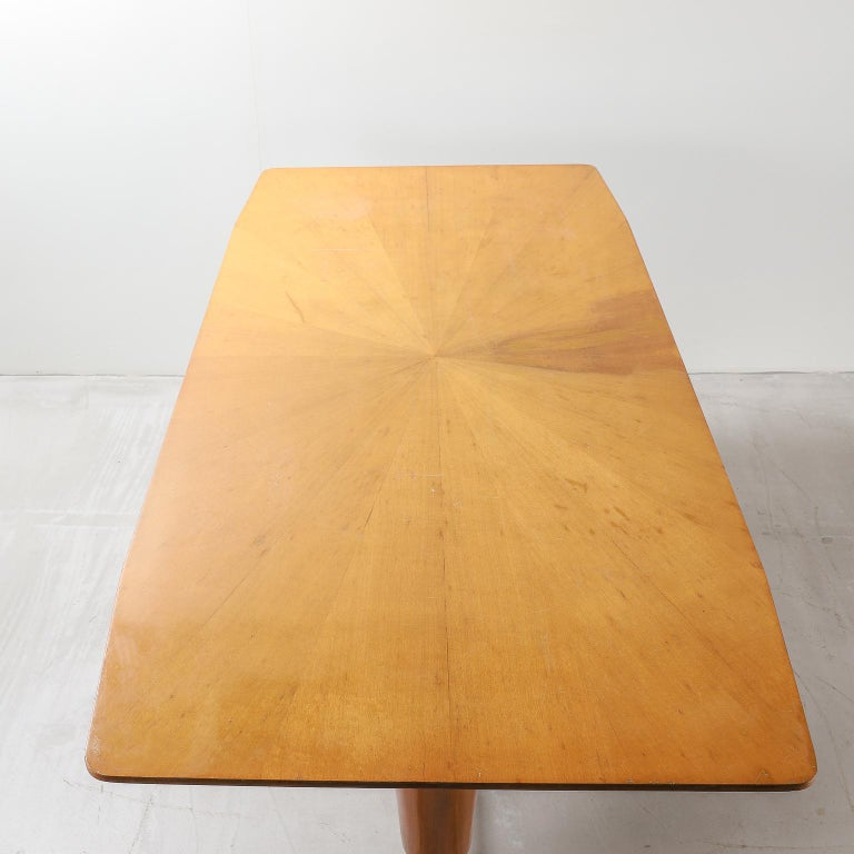 Mid-20th Century Honey Coloured Starburst Pattern Dining Table with Brass Feet For Sale 4