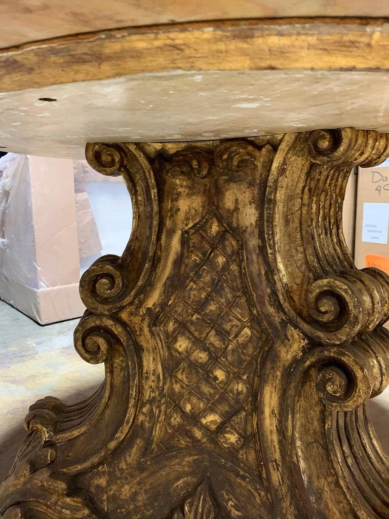Mid-20th Century Italian Carved Giltwood Pedestal Table with Marble Top For Sale 2