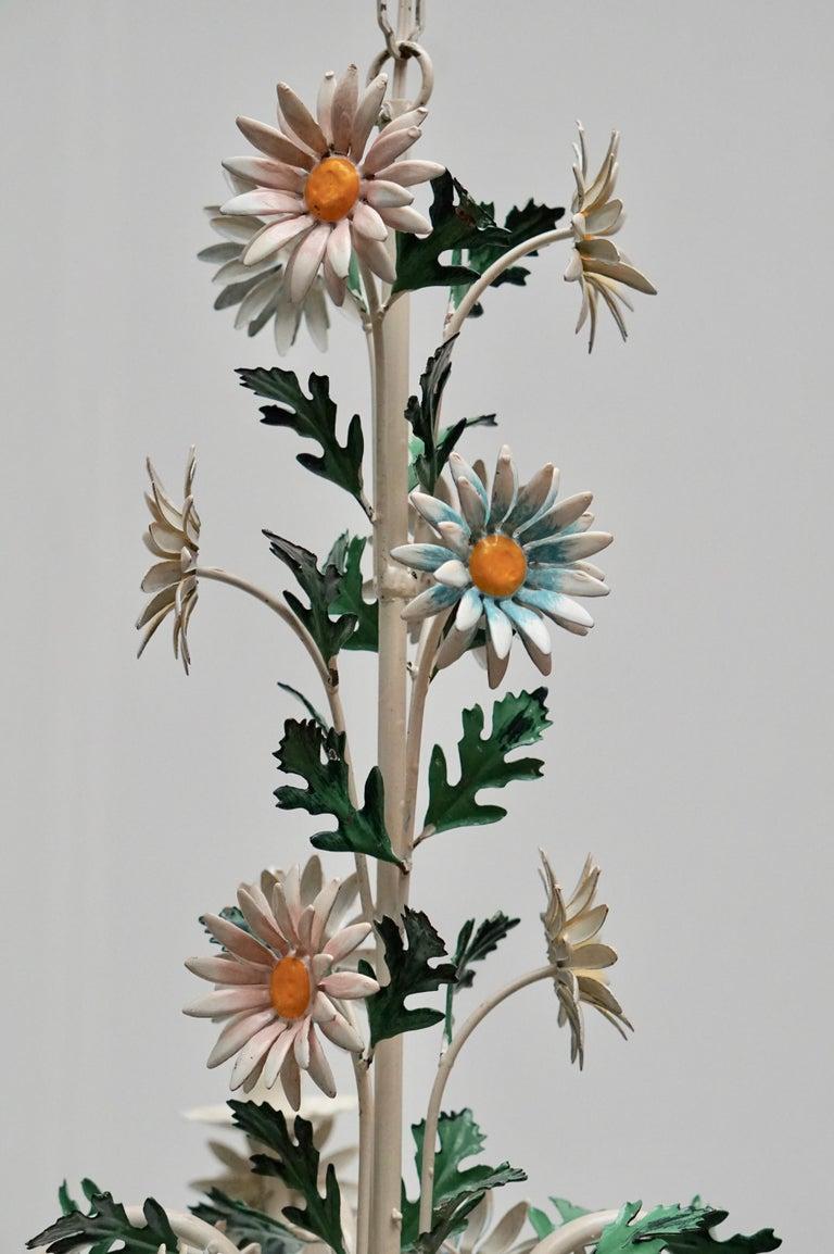 Floraler Kronleuchter aus bemaltem Eisen und Feinblech, Italien, Mitte des 20. Jahrhunderts 10