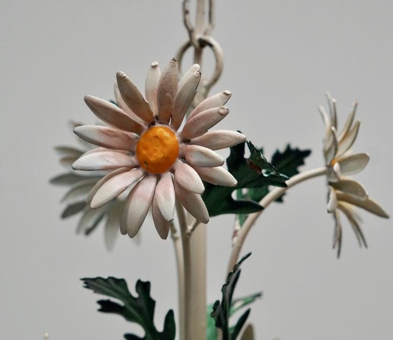 Floraler Kronleuchter aus bemaltem Eisen und Feinblech, Italien, Mitte des 20. Jahrhunderts 17