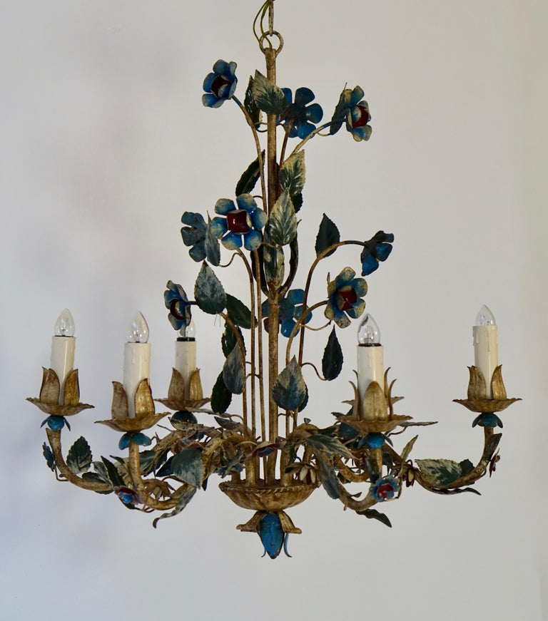 Metal Mid-20th Century Italian Painted Iron and Tole Chandelier with Flowers For Sale