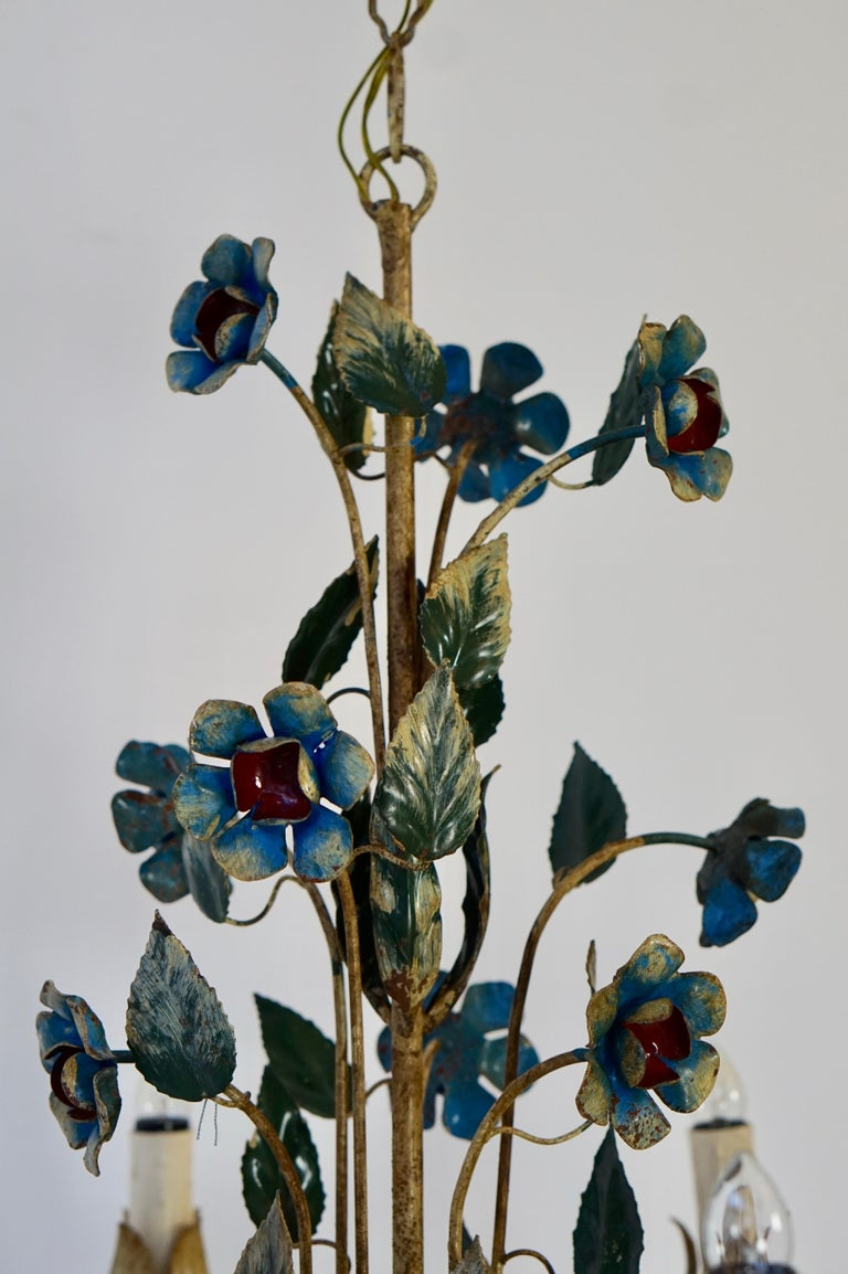 Mid-20th Century Italian Painted Iron and Tole Chandelier with Flowers For Sale 3