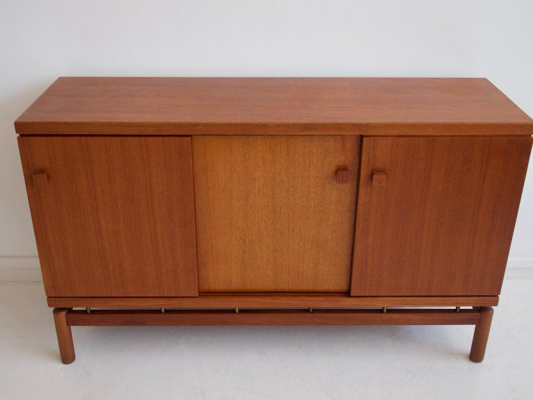 Mid-20th Century Italian Teak Sideboard with Brass Details In Good Condition For Sale In Madrid, ES