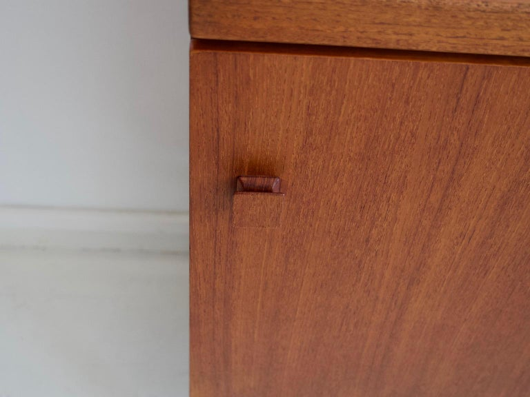 Mid-20th Century Italian Teak Sideboard with Brass Details For Sale 1