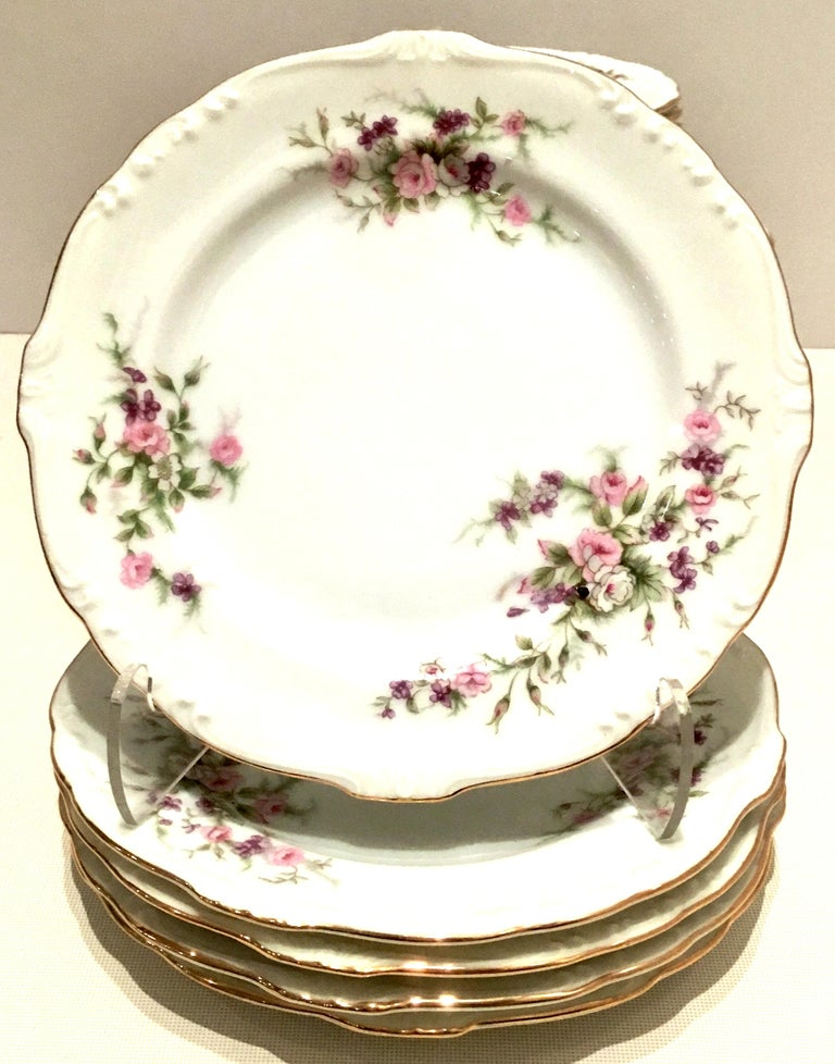 Hand-Painted Mid-20th Century Japanese Porcelain and 22-Karat Gold Dinnerware S/22 by, Japan For Sale