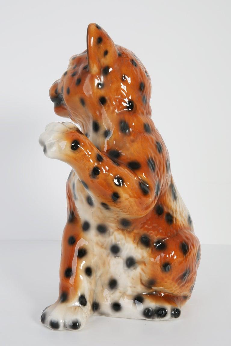 Mid 20th Century Medium Ceramic Leopard Decorative Sculpture, Italy, 1960s In Excellent Condition For Sale In 05-080 Hornowek, PL