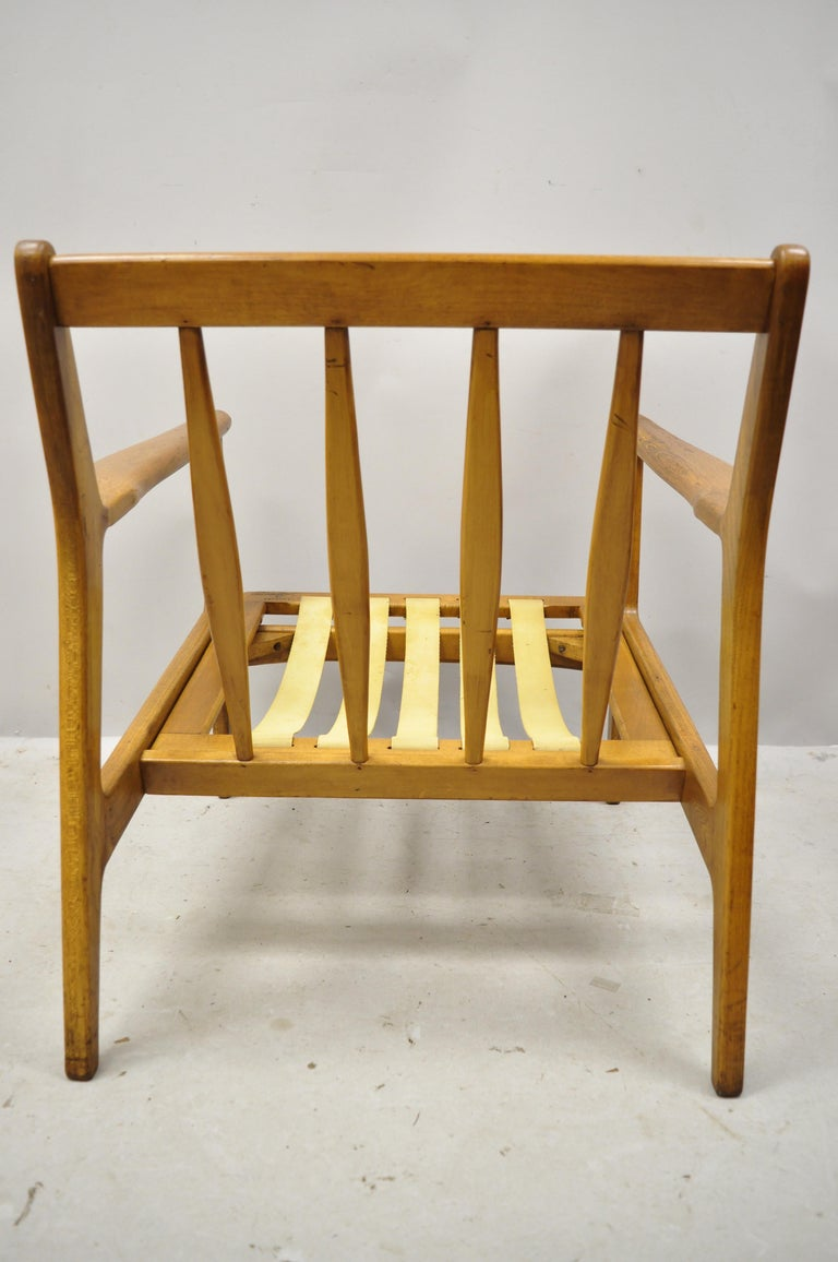 Mid-20th Century Modern Baumritter Walnut Lounge Danish Style Armchair In Good Condition For Sale In Philadelphia, PA