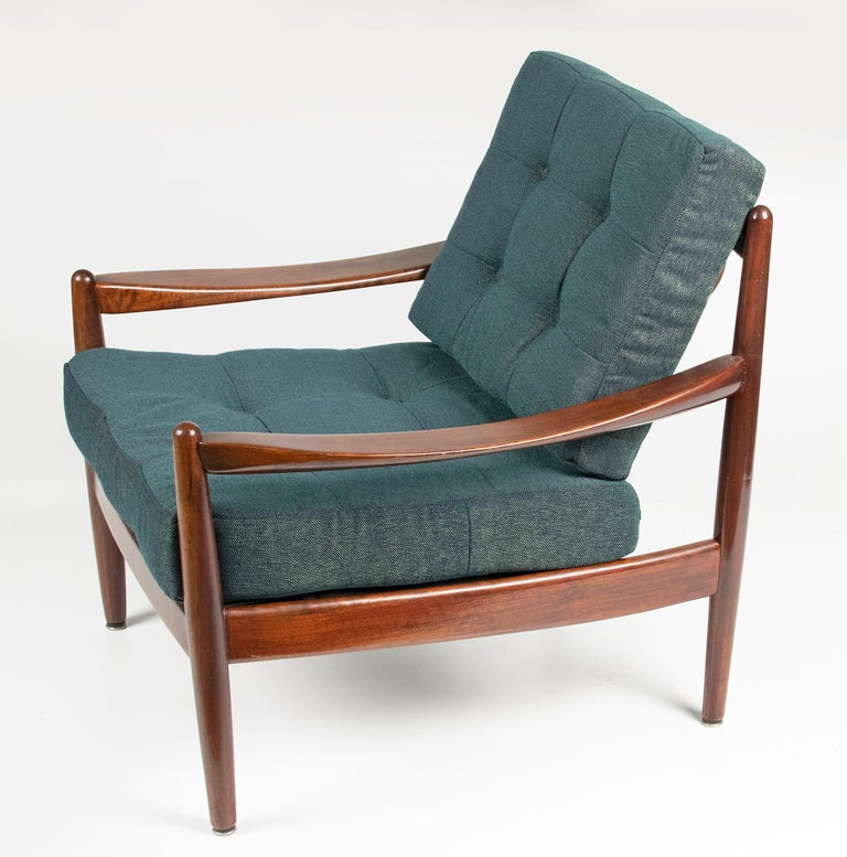 Super nice vintage lounge chair, Scandinavian design. This is probably a design by Grete Jalk, but the chair is not marked. The chair has recently been fitted with new upholstery, both the cushions and the upholstery have been renewed. This chair