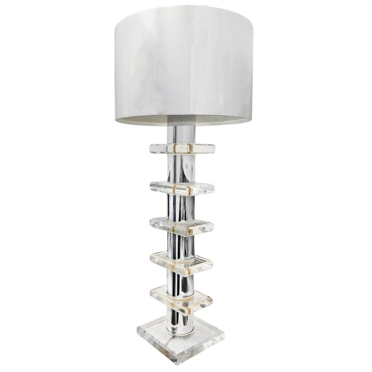 A tall vintage Mid-Century Modern American table lamp made of Lucite and metal. Designed by Hivo Van Teal and produced by Karl Springer. Featuring a one light socket, in good condition. The wires have been renewed. Wear consistent with age and use,