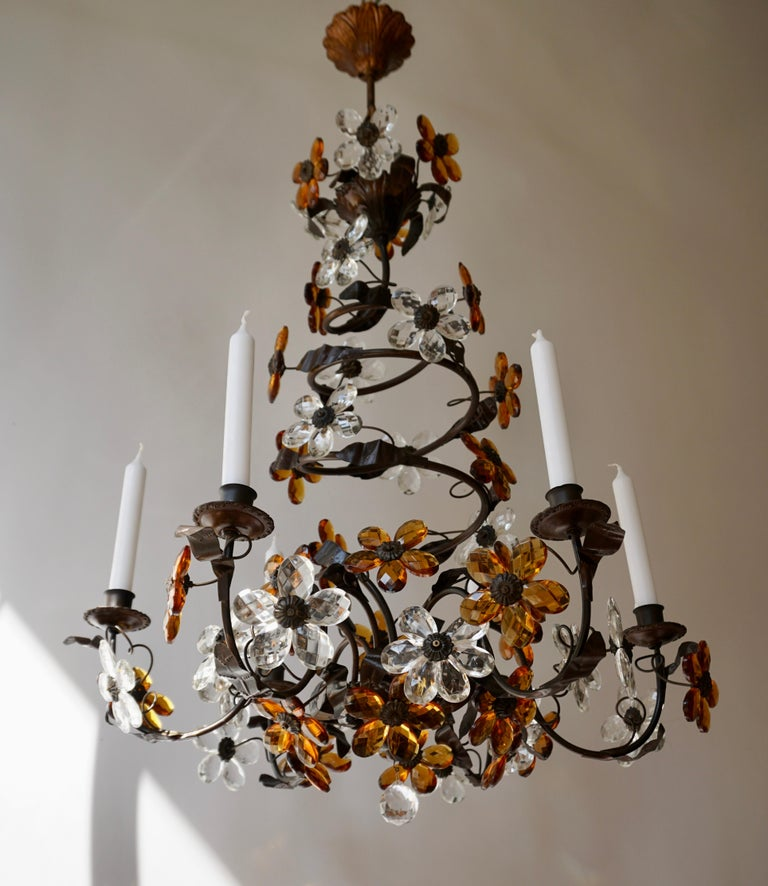 Italian Murano glass all-handcrafted design candle pendant six-light. This timeless candle chandelier could be the perfect lighting solution to a space that needs a special atmosphere. The spiral shaped design will make this zuid European lamp look