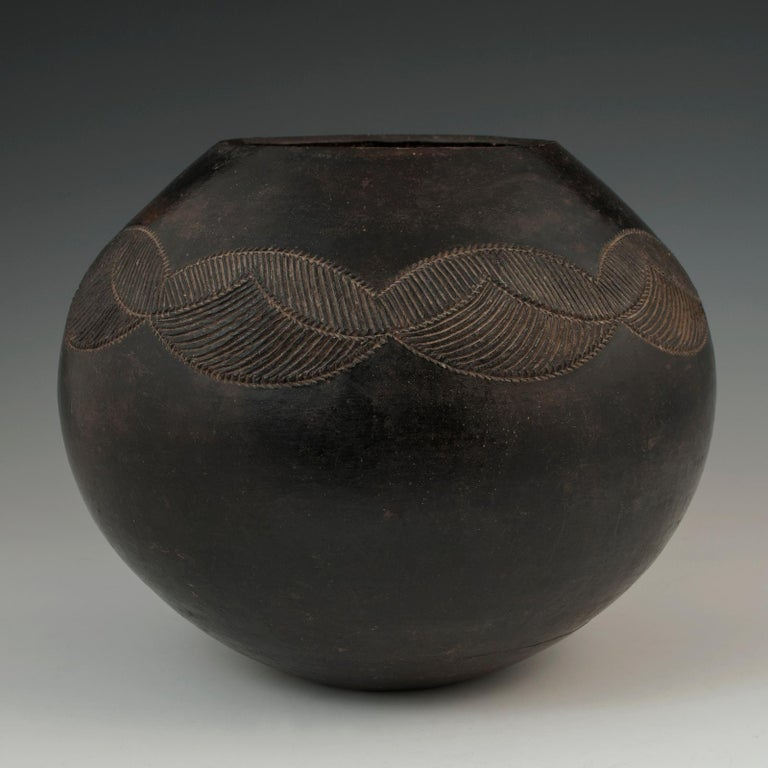 Mid-20th Century Tribal Ceramic Beer Pot, Zulu People, South Africa For Sale 1