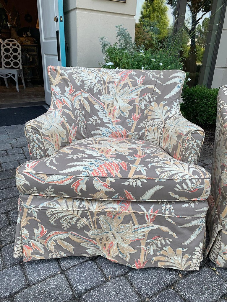 Mid-20th century upholstered club chair Measures: 30.25