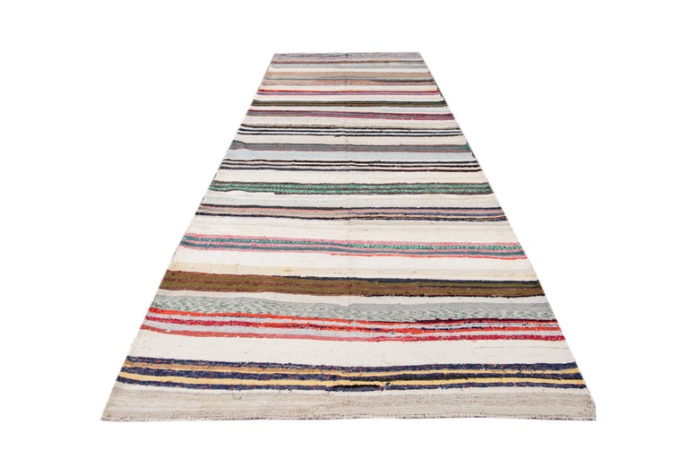Mid-20th Century Vintage Kilim Wool Rug For Sale 11