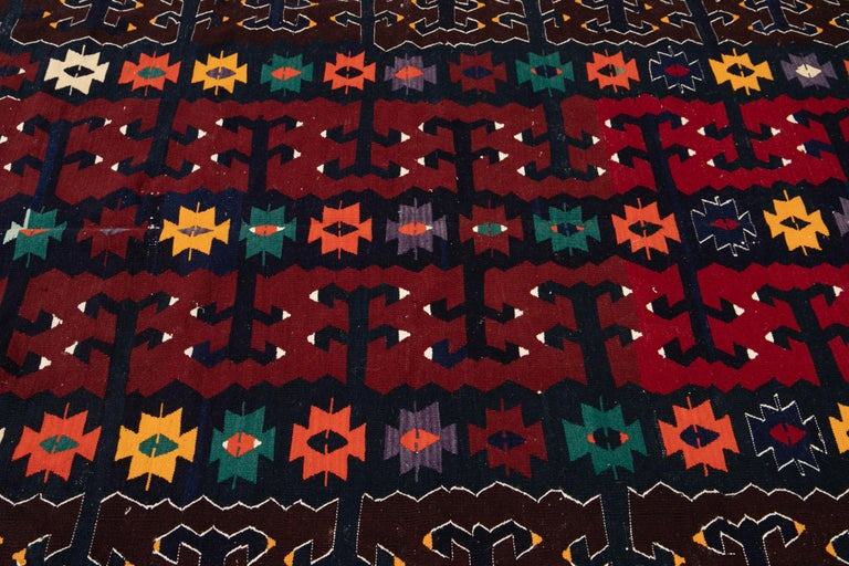 Mid-20th Century Vintage Kilim Wool Rug In Good Condition For Sale In Norwalk, CT