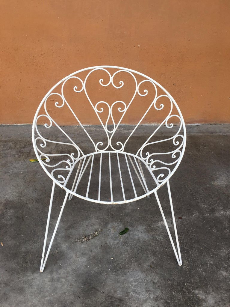 Mid-Century Modern French Set of 8 White Lacquered Iron Garden Chairs, 1960s In Good Condition For Sale In Prato, IT