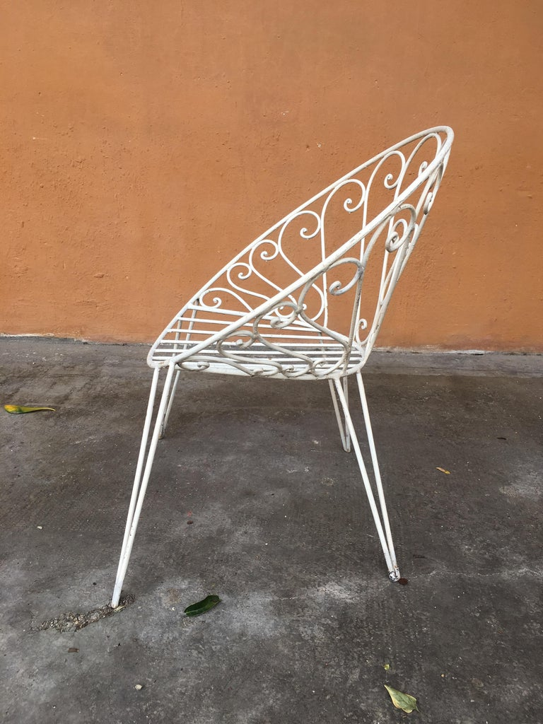 Mid-Century Modern French Set of 8 White Lacquered Iron Garden Chairs, 1960s For Sale 1