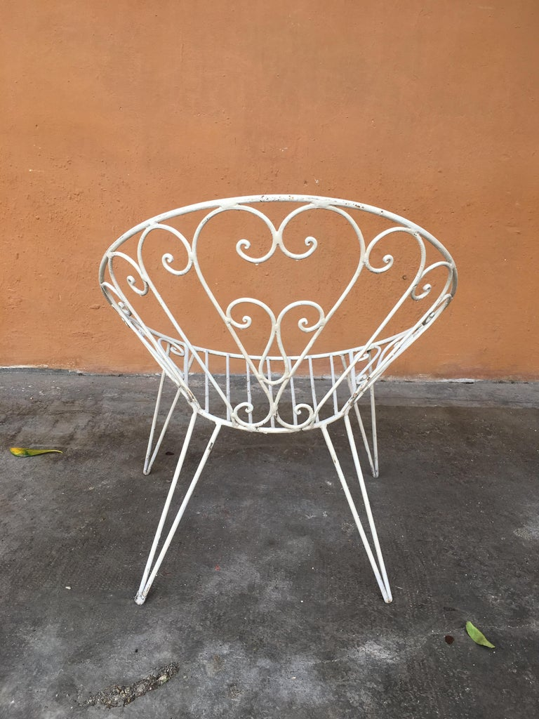 Mid-Century Modern French Set of 8 White Lacquered Iron Garden Chairs, 1960s For Sale 2