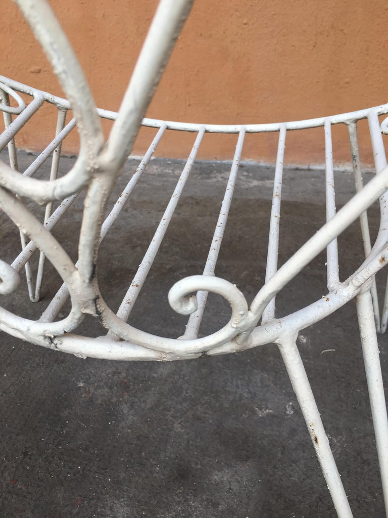 Mid-Century Modern French Set of 8 White Lacquered Iron Garden Chairs, 1960s For Sale 5