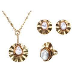 Midcentury 18-Karat Yellow Gold Set with Diamonds and Biwa Pearls