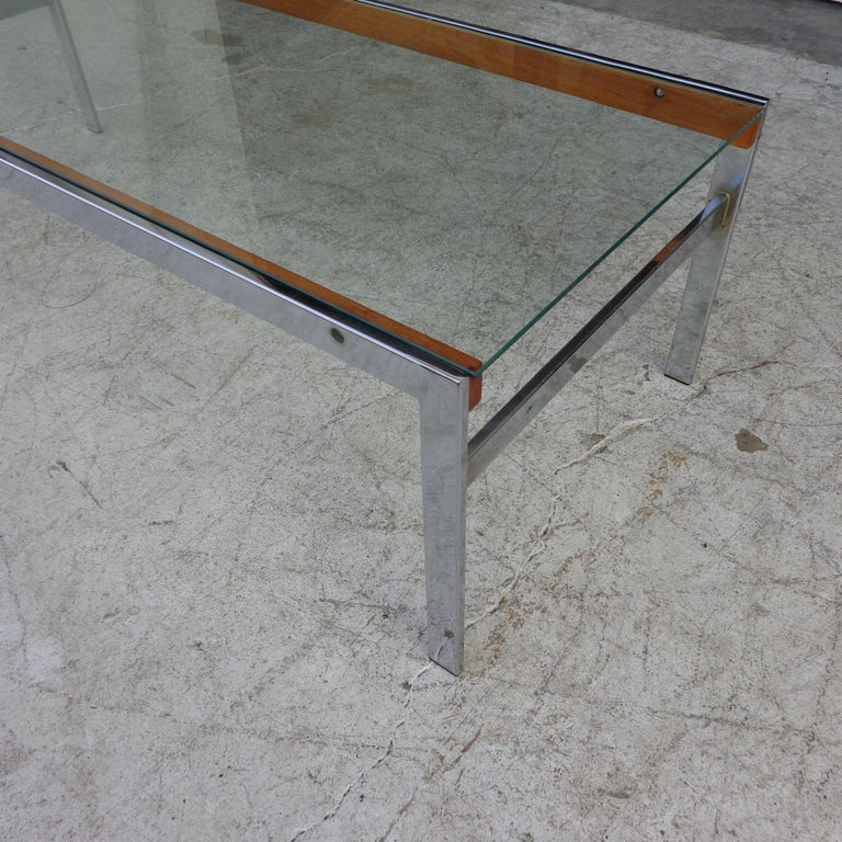 Mid Century Glass Top Chrome Wood Coffee Table In Good Condition For Sale In Pasadena, TX