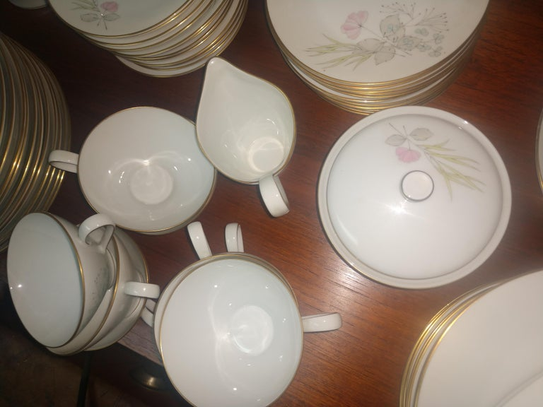 Mid-Century Modern Mid Century 99 Piece Set of Porcelain China Rosenthal Parisian Spring Germany For Sale