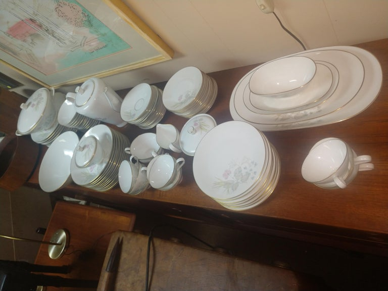 Mid Century 99 Piece Set of Porcelain China Rosenthal Parisian Spring Germany For Sale 3
