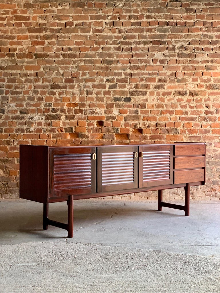 Midcentury A. H. McIntosh & Co. of Kirkcaldy Rosewood Sideboard Credenza, 1970s For Sale 5