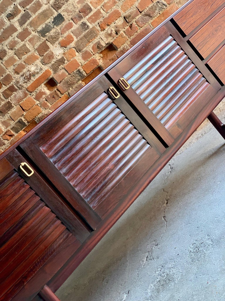 Midcentury A. H. McIntosh & Co. of Kirkcaldy Rosewood Sideboard Credenza, 1970s For Sale 3