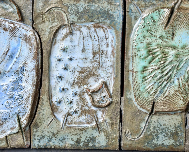 Midcentury Abstract Pottery Plaque with Cats In Good Condition For Sale In Troy, MI