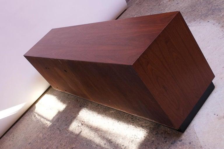 Midcentury American Modern Walnut Credenza with Ebonized Plinth Base For Sale 4