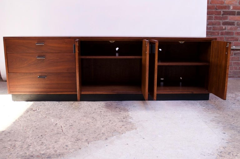 Midcentury American Modern Walnut Credenza with Ebonized Plinth Base In Good Condition For Sale In Brooklyn, NY