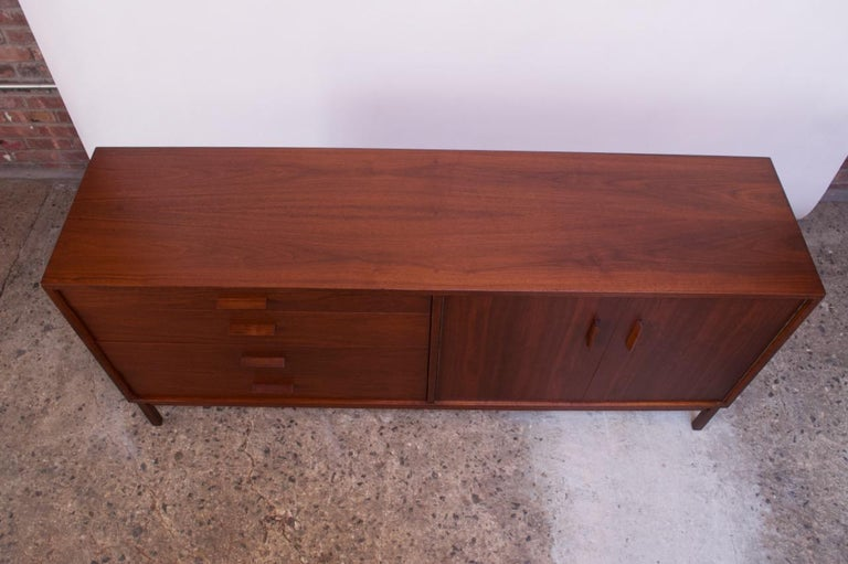 Midcentury American Modern Walnut Sideboard or Dresser by Richard Artschwager In Good Condition For Sale In Brooklyn, NY